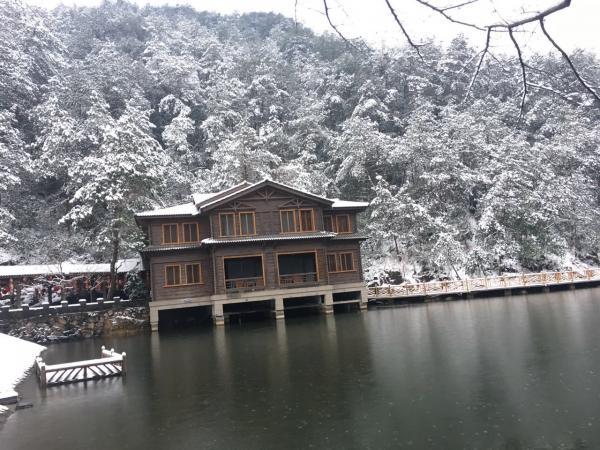 山里山雪景