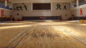 中国计量大学运动木地板翻新前2