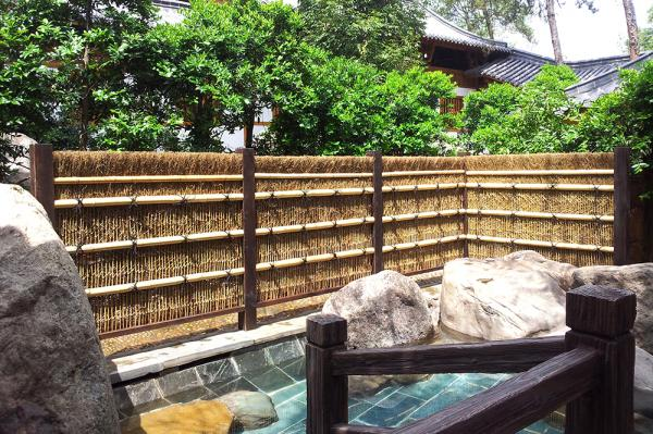Black bamboo branched wall