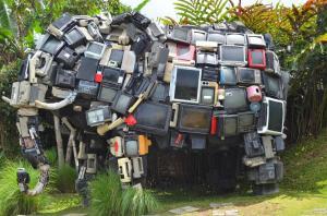 废旧电器组装的大象