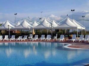 膜结构游泳池餐厅遮阳棚