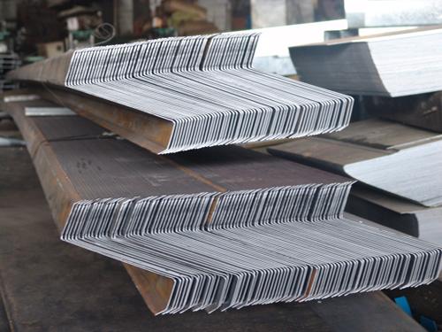 Z型鋼成品堆放